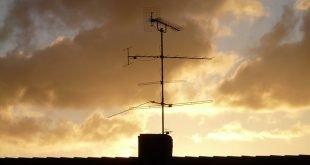 Installare l'antenna TV in autonomia: guida completa su come farlo in sicurezza