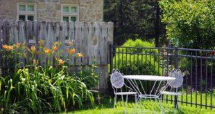 Gli elementi indispensabili per arredare il giardino