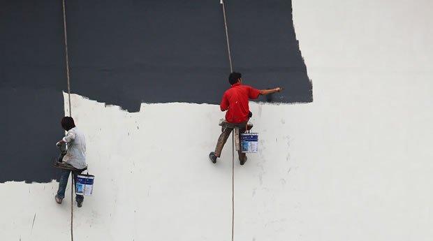 Pitturare di bianco una parete