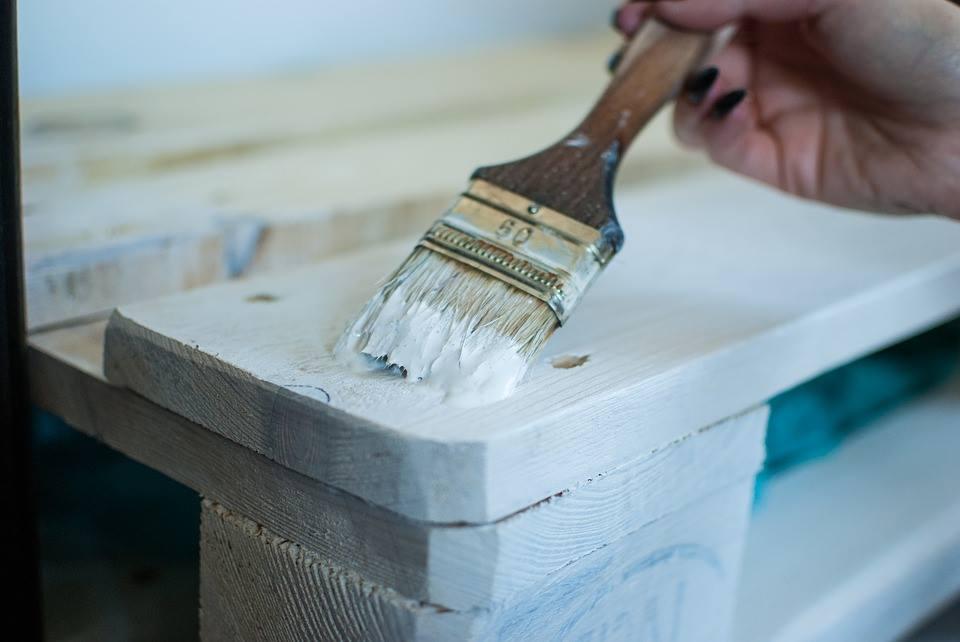 Come verniciare il legno, guida alla verniciatura di porte e persiane